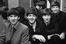 """7) Il quartetto degli avvoltoi è effettivamente ispirato ai Beatles. E proprio questi, inizialmente, dovevano doppiare i pennuti e cantare la canzone """"Siamo Tuoi Amici"""". Il progetto, però, saltò. Tuttavia furono ugualmente impiegati musicisti di grande talento e fama. Il tutto fu sempre ideato dal nostro Walt Disney. (Di seguito potrete trovarne una versione alternativa più ritmata ed in stile """"scarafaggi"""" eliminata! -> https://www.youtube.com/watch?v=Nk8KGQ-IMPA)"""