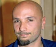 9) Ce La Posso Fare, invece, è stata interpretata da Alex Baroni (all'interno del film), noto cantante italiano scomparso qualche anno dopo.