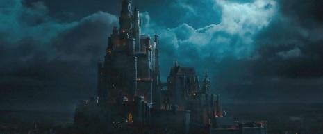13) Il castello è stato realizzato basandosi sull'originale del film del 1959. È stato costruito in 14 settimane con l'aiuto di 250 ingegneri edili e un reparto artistico di circa 20 persone.