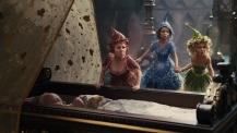 14) Lesley Manville, Imelda Staunton e Juno Temple hanno lavorato con gli artisti del Cirque du Soleil al fine di dare alle tre buone fate la corretta sensazione di leggerezza e di agilità nelle scene in volo (e dunque durante le riprese in motion capture).