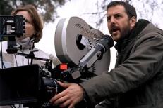 """5) - Il progetto del film fu affidato al regista Mark Romanek che lo abbandonò per divergenze creative. Sembrerebbe che la sua opera fosse troppo """"oscura""""."""