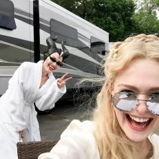 maleficent 2 foto set angelina jolie elle fanning
